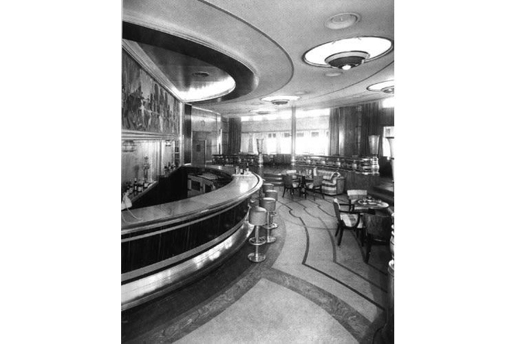 Photo of the Observation bar, Queen Mary